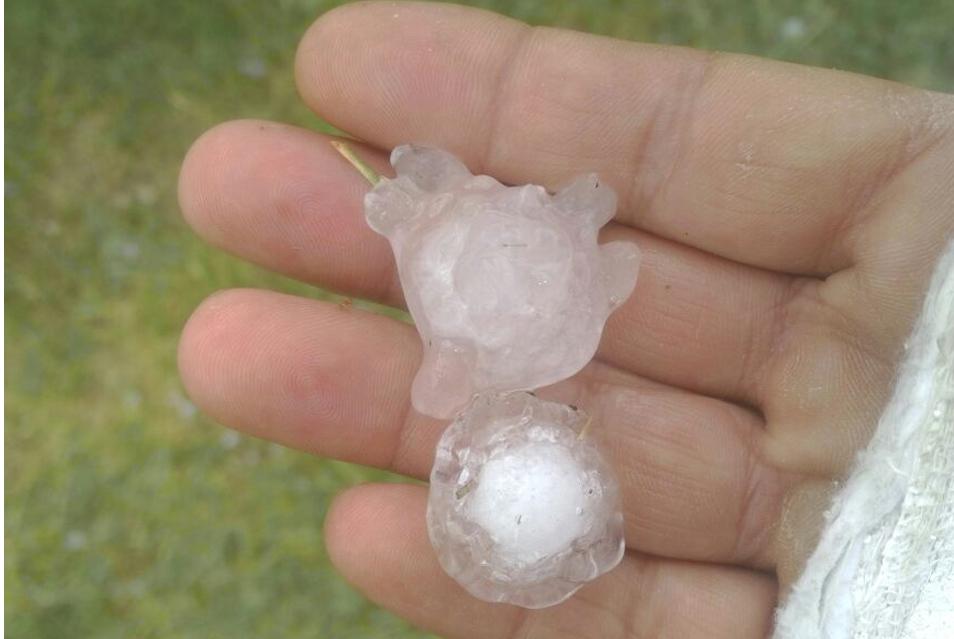 Kozan'da yağmur yağışı yerini dolu yağışına bıraktı